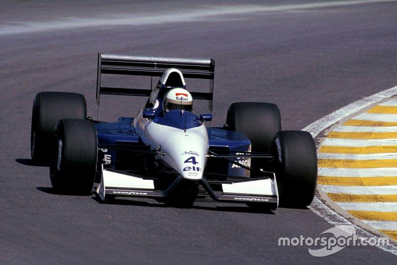 Piloto que levou mais construtores à zona de pontuação: Andrea de Cesaris (9)