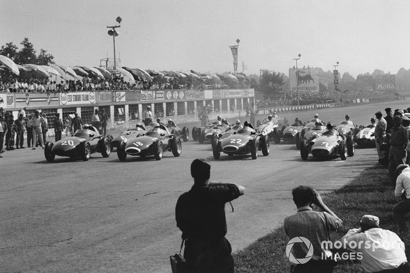Stuart Lewis-Evans,Vanwall, on pole ahead of team mates Stirling Moss, Tony Brooks and Juan Manuel Fangio, Maserati 250F