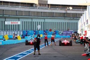 Alex Lynn, Mahindra Racing, M6Electro, pit stop