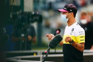 Daniel Ricciardo, Renault F1, talks to the media