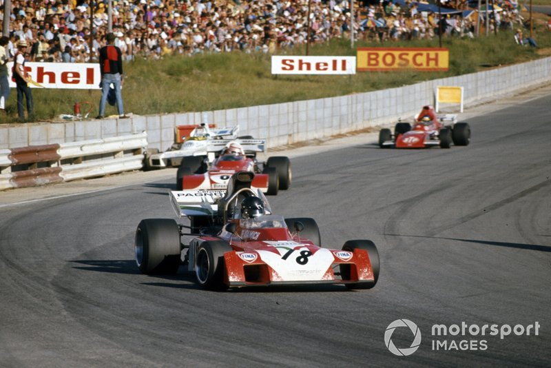 Andrea de Adamich, Surtees TS9B Ford, Clay Regazzoni, Ferrari 312B2 y Ronnie Peterson, March 721 Ford, Carlos Reutemann, Brabham BT34 Ford