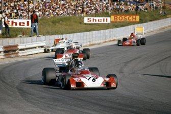 Andrea de Adamich, Surtees TS9B Ford leads Clay Regazzoni, Ferrari 312B2 and Ronnie Peterson, March 721 Ford, Carlos Reutemann, Brabham BT34 Ford