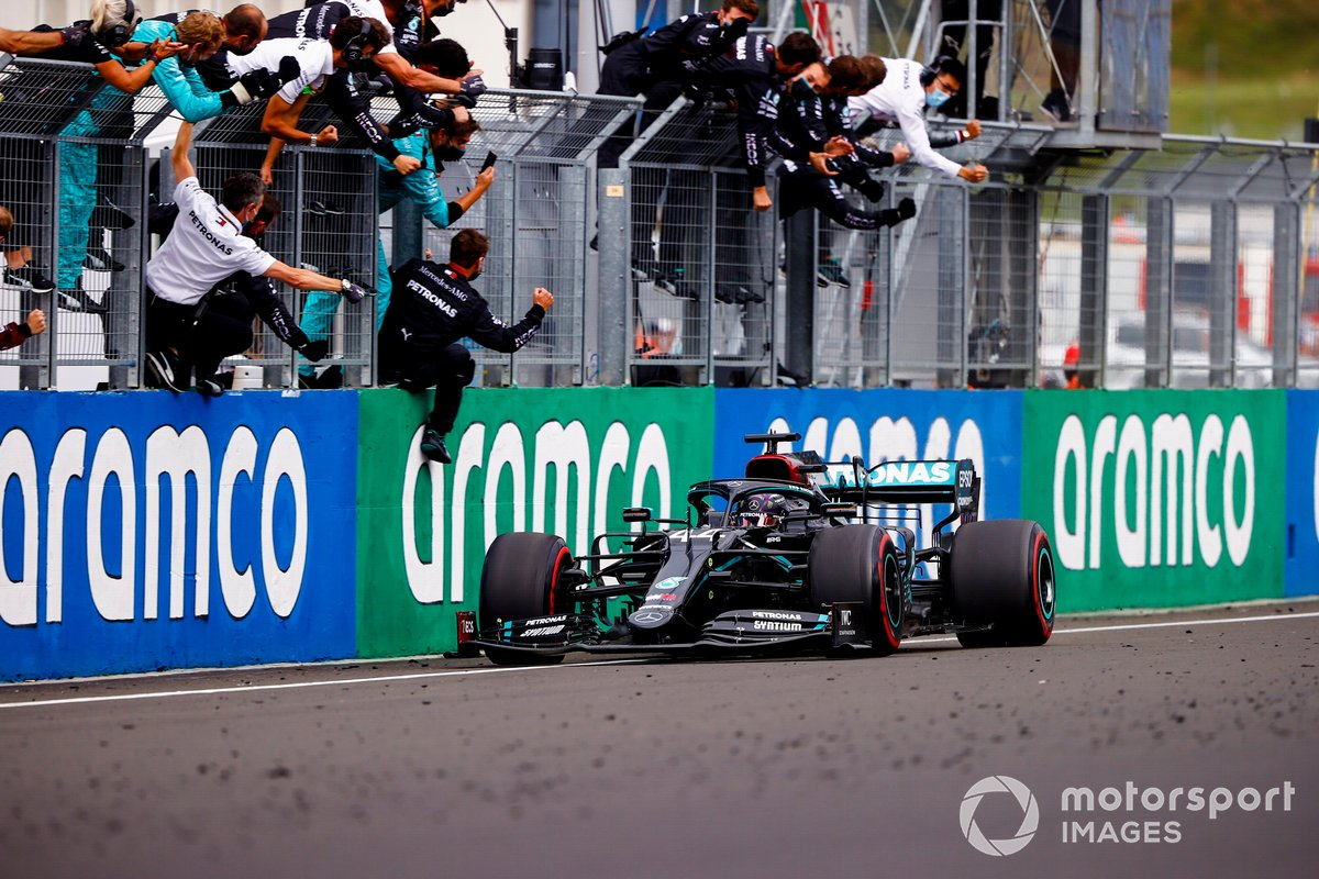 Race winner Lewis Hamilton, Mercedes-AMG F1 W11