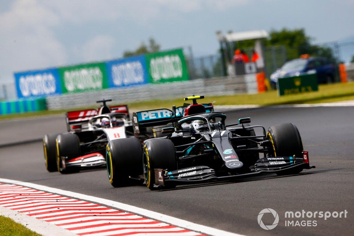 Valtteri Bottas, Mercedes F1 W11, Romain Grosjean, Haas VF-20
