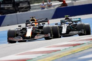 Max Verstappen, Red Bull Racing RB16, leads Valtteri Bottas, Mercedes F1 W11 EQ Performance