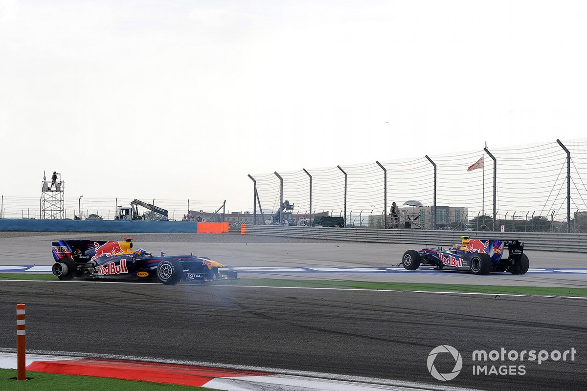 Mark Webber, Red Bull Racing RB6 Renault and Sebastian Vettel, Red Bull Racing RB6 Renault crash and spin