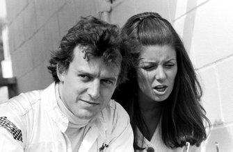 Jackie Oliver, con su esposa Lynne Oliver