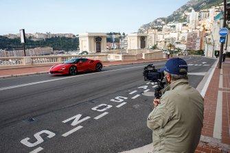 Claude Lelouch et Charles Leclerc, Ferrari SF90 Stradale