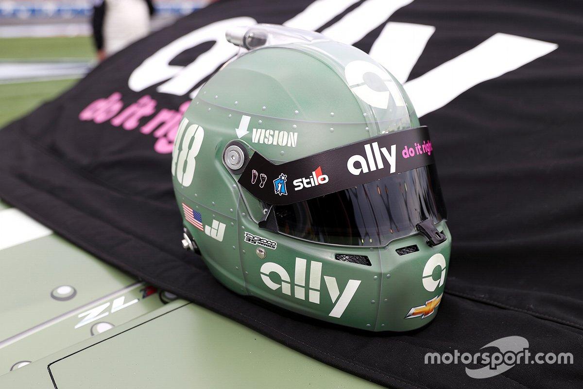 El casco de Jimmie Johnson, Hendrick Motorsports, Chevrolet Camaro