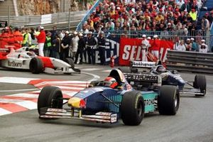 Johnny Herbert, Sauber C15 Ford leads Jacques Villeneuve, Williams FW18 Renault, Mika Häkkinen, McLaren MP4/11 Mercedes