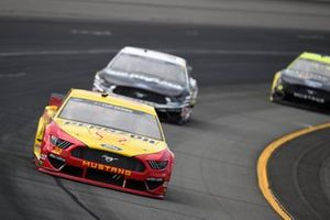 Joey Logano, Team Penske, Ford Mustang Shell Pennzoil, Aric Almirola, Stewart-Haas Racing, Ford Mustang Smithfield Vote For Bacon