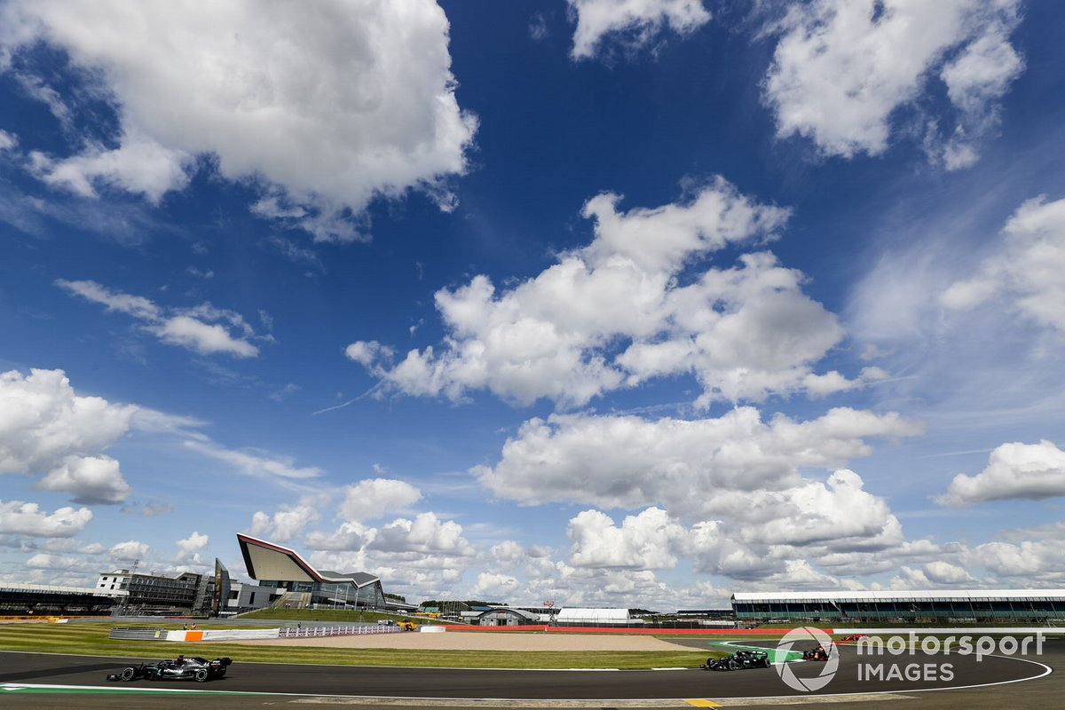 Lewis Hamilton, Mercedes F1 W11, Valtteri Bottas, Mercedes F1 W11, e Max Verstappen, Red Bull Racing RB16