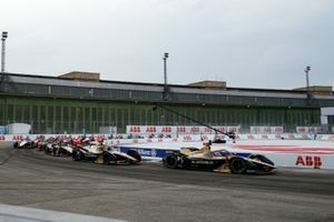 Start der Formel E 2019/20 in Berlin-Tempelhof: Jean-Eric Vergne, DS Techeetah, DS E-Tense FE20, führt