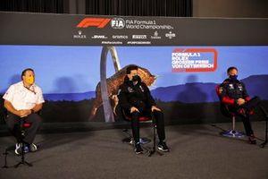 Zak Brown, Director Ejecutivo, McLaren, Toto Wolff, Director Ejecutivo (Negocios), Mercedes AMG y Christian Horner, Director de Equipo, Red Bull Racing en la conferencia de prensa