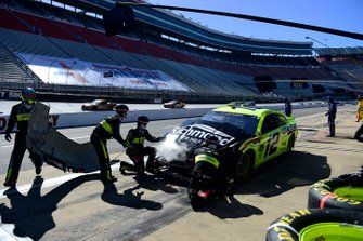 Ryan Blaney, Team Penske, Ford pits after a spin impact