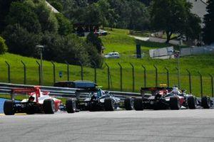 Logan Sargeant, Prema Racing, achter Jake Hughes, HWA Racelab en Liam Lawson, HITECH GRAND PRIX