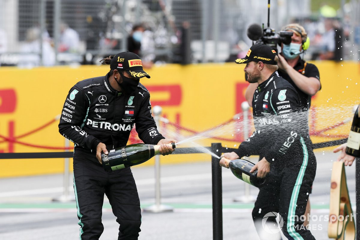 Race winner Lewis Hamilton, Mercedes-AMG Petronas F1 and Valtteri Bottas, Mercedes-AMG Petronas F1 celebrate on the podium with the champagne