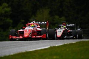 Oscar Piastri, Prema Racing leads Max Fewtrell, Hitech Grand Prix