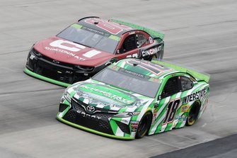 Kyle Busch, Joe Gibbs Racing, Toyota Camry Interstate Batteries, Alex Bowman, Hendrick Motorsports, Chevrolet Camaro Cincinnati