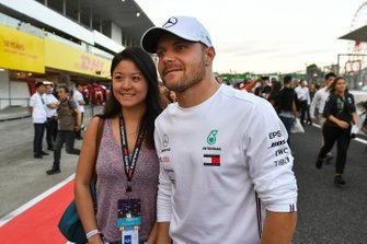 Valtteri Bottas, Mercedes AMG F1, meets a fan