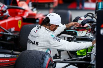 Winnaar Lewis Hamilton, Mercedes AMG F1, in parc ferme