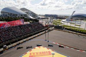 Alex Albon, Red Bull RB15, leads George Russell, Williams Racing FW42, Robert Kubica, Williams FW42, Antonio Giovinazzi, Alfa Romeo Racing C38 and Daniel Ricciardo, Renault F1 Team R.S.19