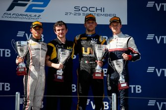 Nyck De Vries, ART Grand Prix, winnaar Luca Ghiotto, UNI Virtuosi Racing en Callum Ilott, Sauber Junior Team by Charouz