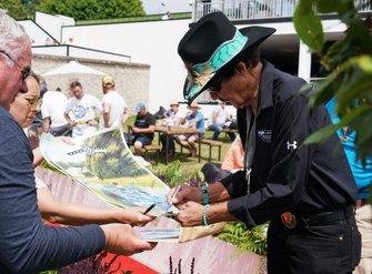 Richard Petty signs autographs