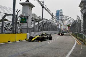 Nico Hulkenberg, Renault F1 Team R.S. 19, leads Max Verstappen, Red Bull Racing RB15