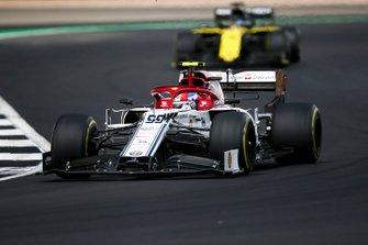 Antonio Giovinazzi, Alfa Romeo Racing C38, Daniel Ricciardo, Renault F1 Team R.S.19