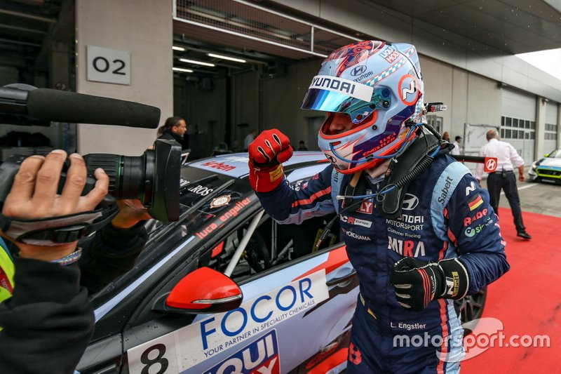 Il vincitore della gara Luca Engstler, M1RA Motorsport Hyundai i30 N TCR