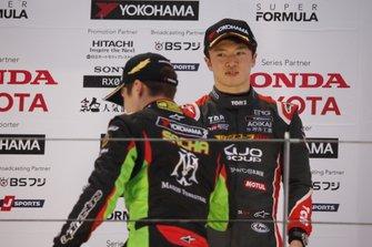 サッシャ・フェネストラズ(B-Max Racing with motopark)、宮田莉朋(カローラ中京 Kuo TEAM TOM'S)