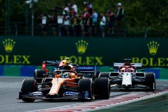 Lando Norris, McLaren MCL34, Kimi Raikkonen, Alfa Romeo Racing C38