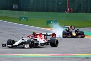 Antonio Giovinazzi, Alfa Romeo Racing C38, leads Alex Albon, Red Bull RB15
