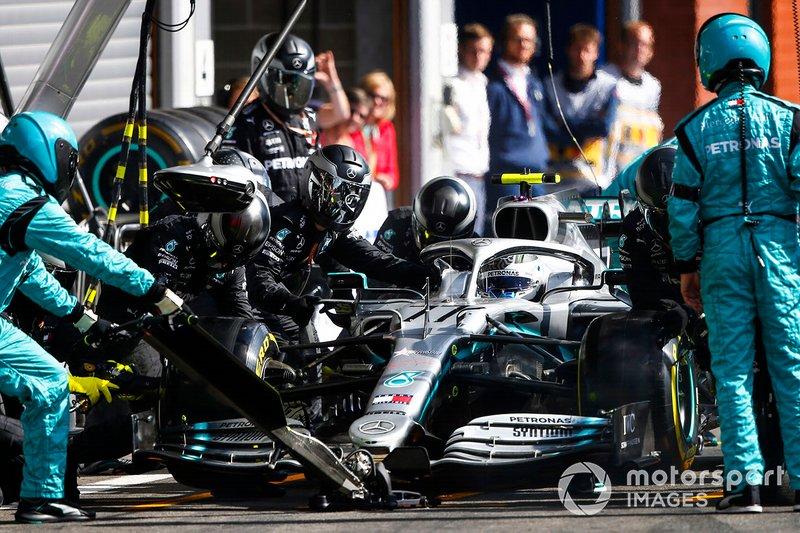 Valtteri Bottas, Mercedes AMG W10, ai box