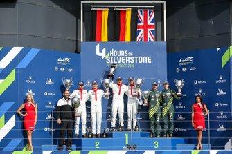 Подиум: Джанмария Бруни и Рихард Лиц; Микаэль Кристенсен и Кевин Эстре, Porsche GT Team; Александр Линн и Максим Мартен, Aston Martin Racing