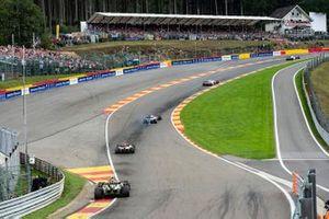 Lance Stroll, Racing Point RP19, leads Daniil Kvyat, Toro Rosso STR14, Antonio Giovinazzi, Alfa Romeo Racing C38, and Nico Hulkenberg, Renault F1 Team R.S. 19