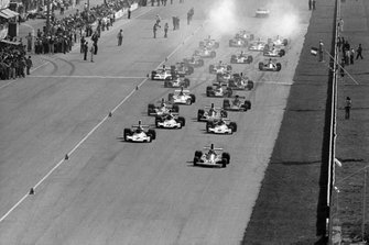 Start zum GP Italien 1974 in Monza: Niki Lauda, Ferrari 312B3, führt