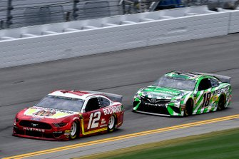 Ryan Blaney, Team Penske, Ford Mustang BodyArmor and Kyle Busch, Joe Gibbs Racing, Toyota Camry Interstate Batteries
