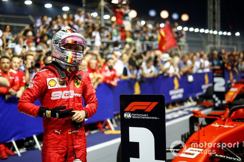 Sebastian Vettel, Ferrari, primo classificato, festeggia al Parc Ferme