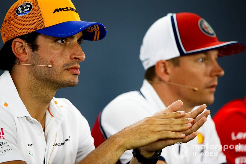 Carlos Sainz Jr., McLaren et Kimi Raikkonen, Alfa Romeo Racing lors de la conférence de presse