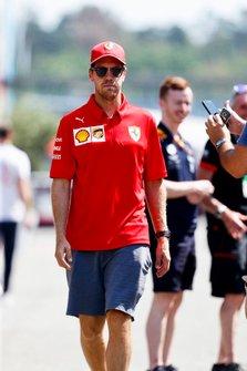 Sebastian Vettel, Ferrari in de paddock