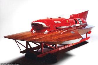 Гоночная лодка Ferrari Arno XI