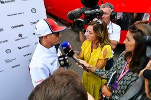Kimi Raikkonen, Alfa Romeo Racing, talks to Margot Laffite and Natalie Pinkham