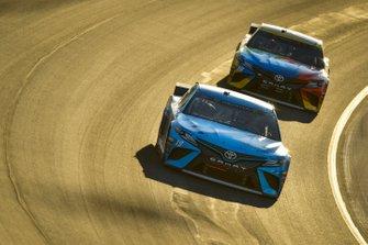 Martin Truex Jr., Joe Gibbs Racing, Toyota Camry Auto Owners Insurance, Kyle Busch, Joe Gibbs Racing, Toyota Camry M&M's Toyota Camry