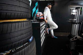 Gary Paffett, HWA Racelab in the garage