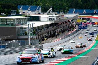 Start action, Luca Filippi, BRC Racing Team Hyundai i30 N TCR leads