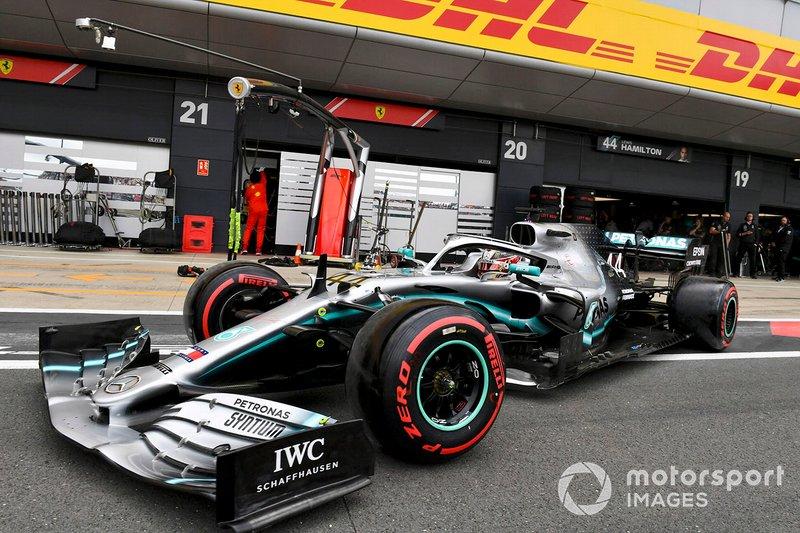 Lewis Hamilton, Mercedes AMG F1 W10, in pit lane