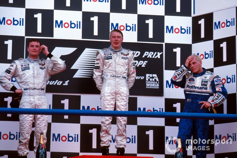 Podium: second place David Coulthard, McLaren, Race winner Mika Hakkinen, McLaren, third place Jacques Villeneuve, Williams