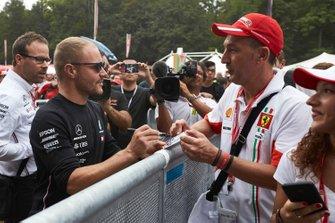 Valtteri Bottas, Mercedes AMG F1 zet handtekeningen